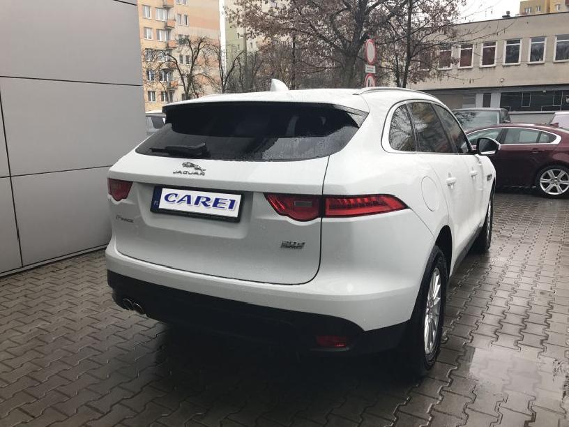 Jaguar_F-Pace_W203