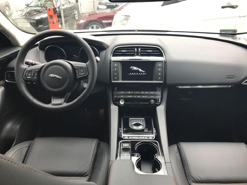 Jaguar_F-Pace_W205